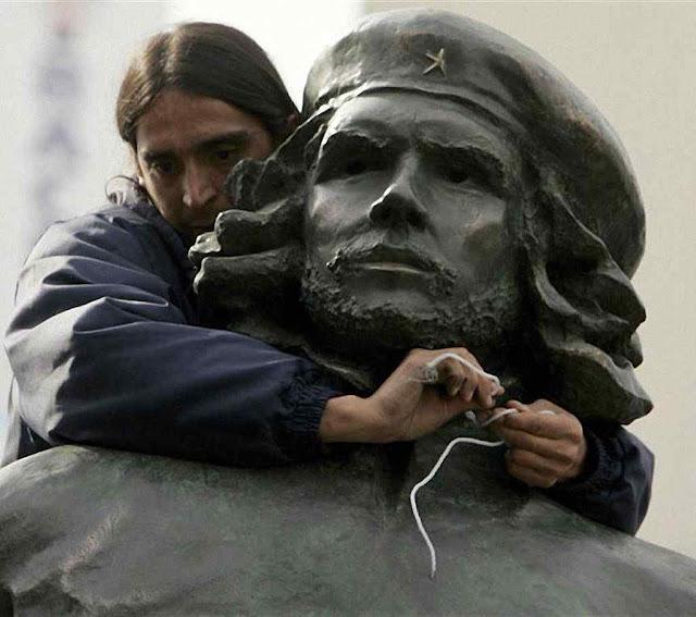 Estátua do Che em Rosário 19.000 argentinos pedem que seja removida