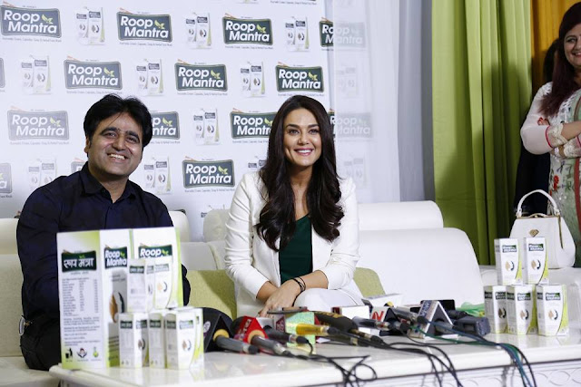 Sanjeev-Juneja-with Happy Birthday Preity Zinta