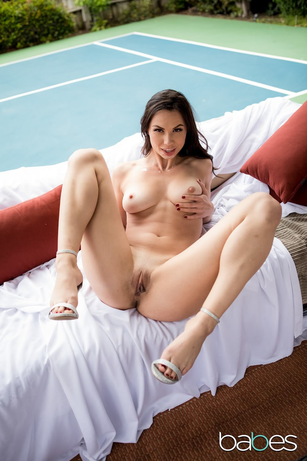 Hot mature pussy sizzling