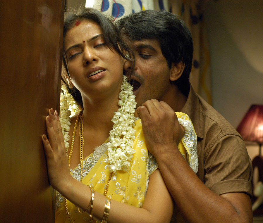 Murattu Kaalai Tamil Movie Stills: Tamil Movie Mayanginen Thayanginen Hot Stills