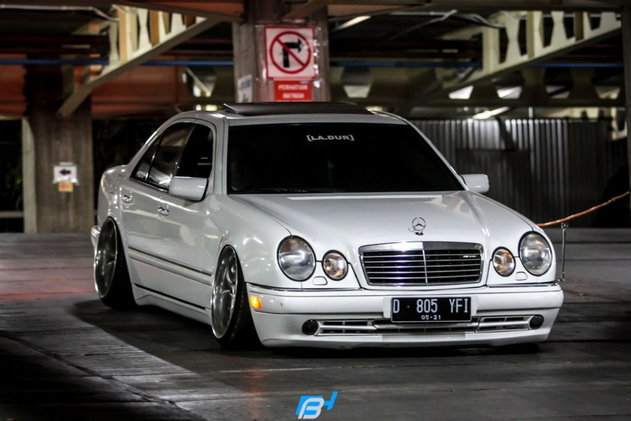mercedes benz w210 e320 stance benztuning. Black Bedroom Furniture Sets. Home Design Ideas