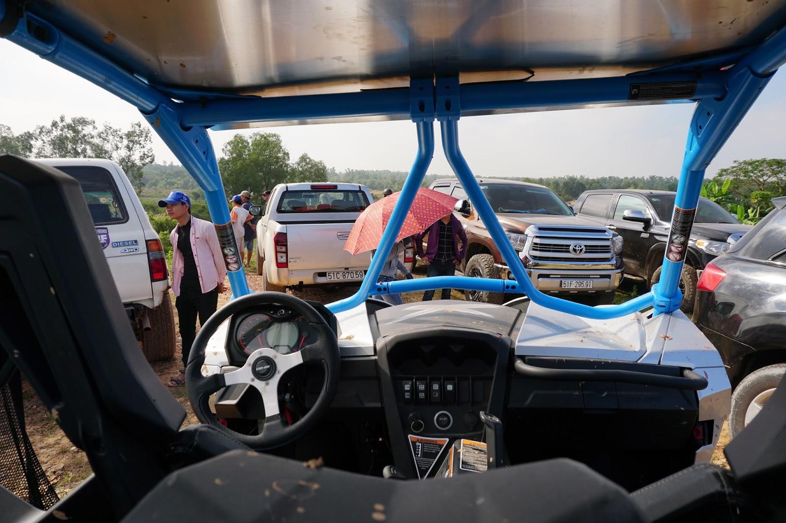 Khoang cabin khá đơn giản và tập trung chủ yếu vào trải nghiệm lái