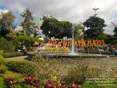 Indahnya Alun-alun Kota Batu di Jawa Timur.