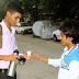 चाय बेचकर यह लड़का हर महीने कमाता है 1 लाख रूपये