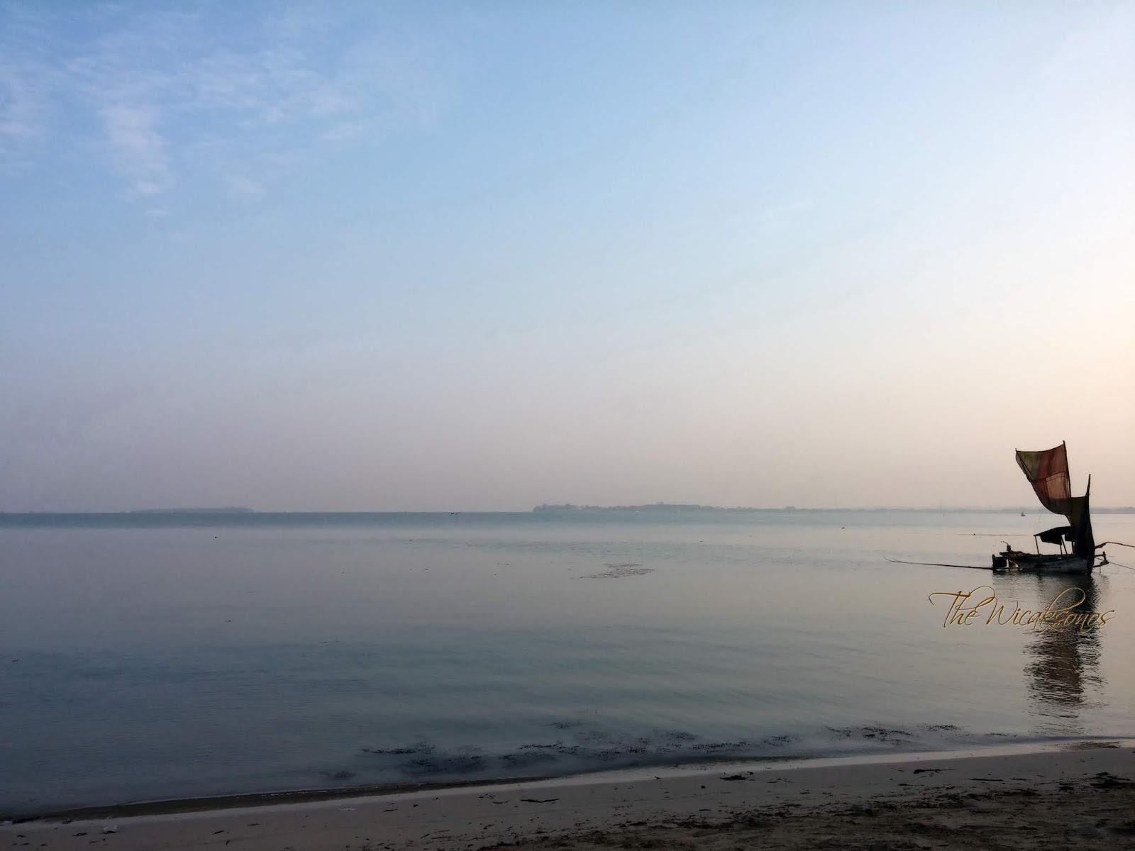 Keindahan Teluk Awur di Pagi Hari