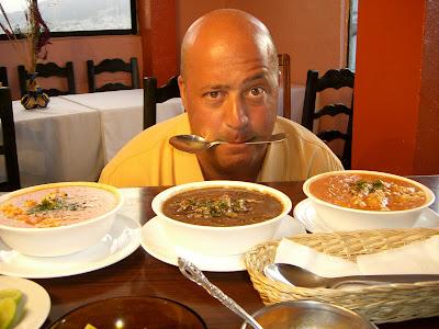 Série viaja a diversos países para explorar os pratos e receitas que representam culturas locais - Divulgação