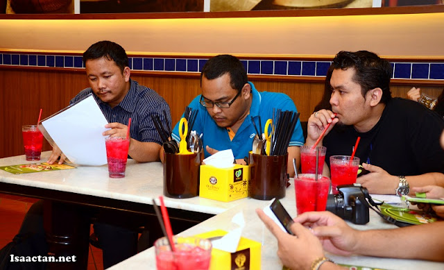 Fellow awesome bloggers listening to the brief explanation given by Old Town White Coffee