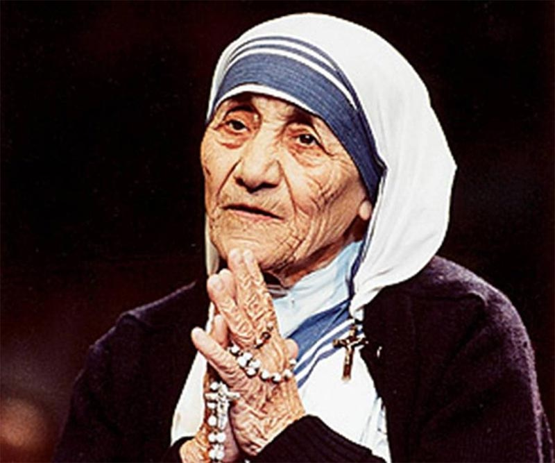 "Mother Teresa becomes ""Saint Teresa of Calcutta"""