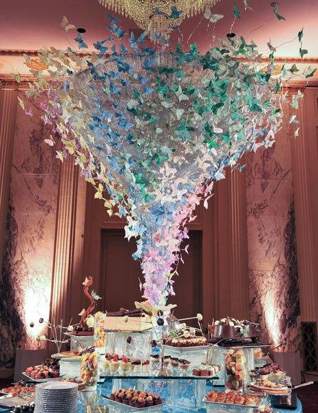 Buffet de pasteles y dulces - Foto: www.colincowieweddings.com