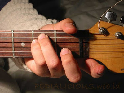 Cara Menekan Senar Chord E Minor