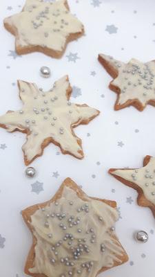 Foodie-Adventskalender: Zimt-Sahne-Plätzchen mit weißer Schokolade