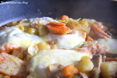 Easy Egg and Veggie Skillet Breakfast- an easy, delicious breakfast that's full of veggies and super satisfying! | The Refreshanista Blog