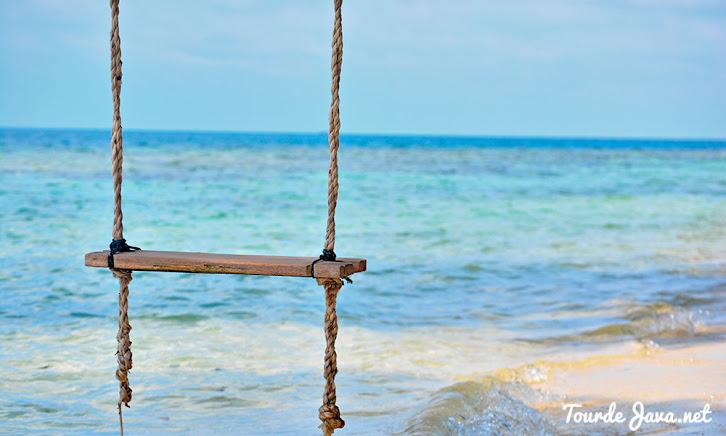 main ayunan di pulau perak-wisata pulau harapan