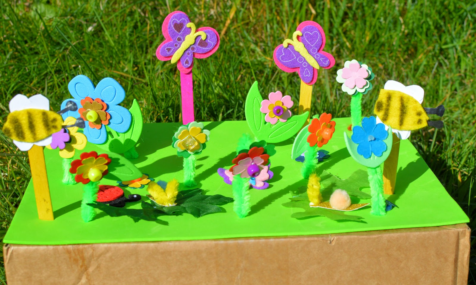 5 crafts to do outdoors this summer with kids evans for Garden crafts for toddlers