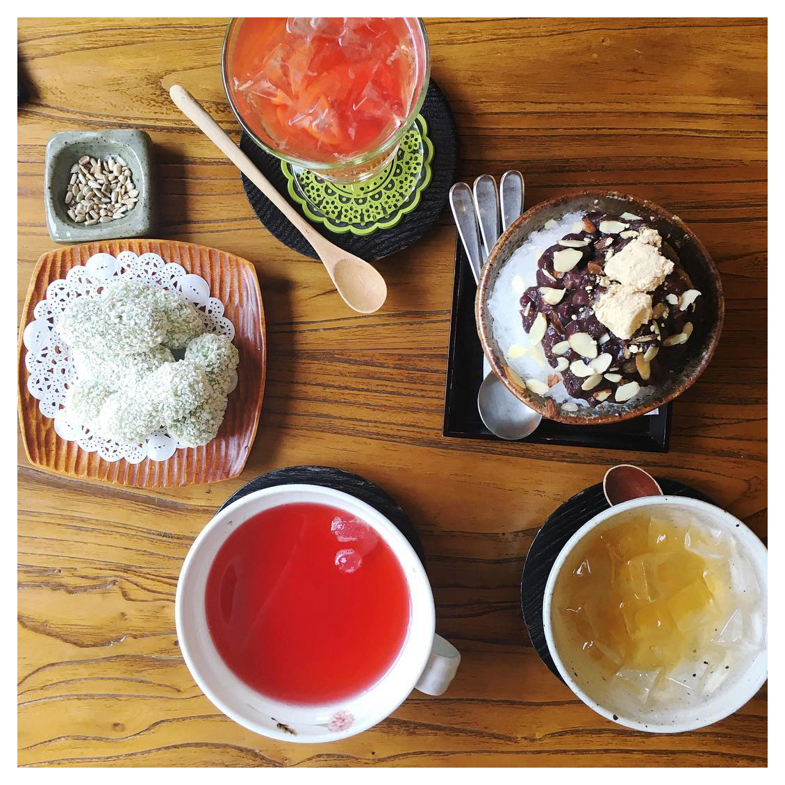 korea travel guide, seoul travel guide, seoul, korea, bukcheon, hanok village, insadong, travel guide, travel, seoul tourism, travel blog, and other stories, vintage style, retro style, tea house, traditional tea, korean tea, omija tea, hangwa