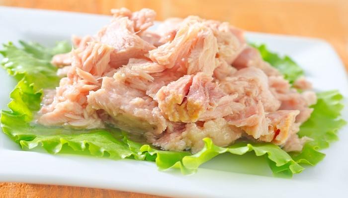 7 أطعمة نتناولها بشكل يومي  تدمر المخ و تسبب الغباء.. منها التونة