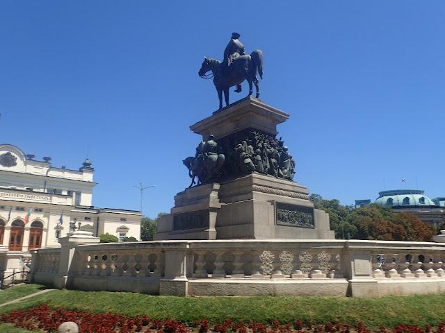 Pomnik cara Aleksandra II w Sofii, postawiony tu ponad 100 lat temu