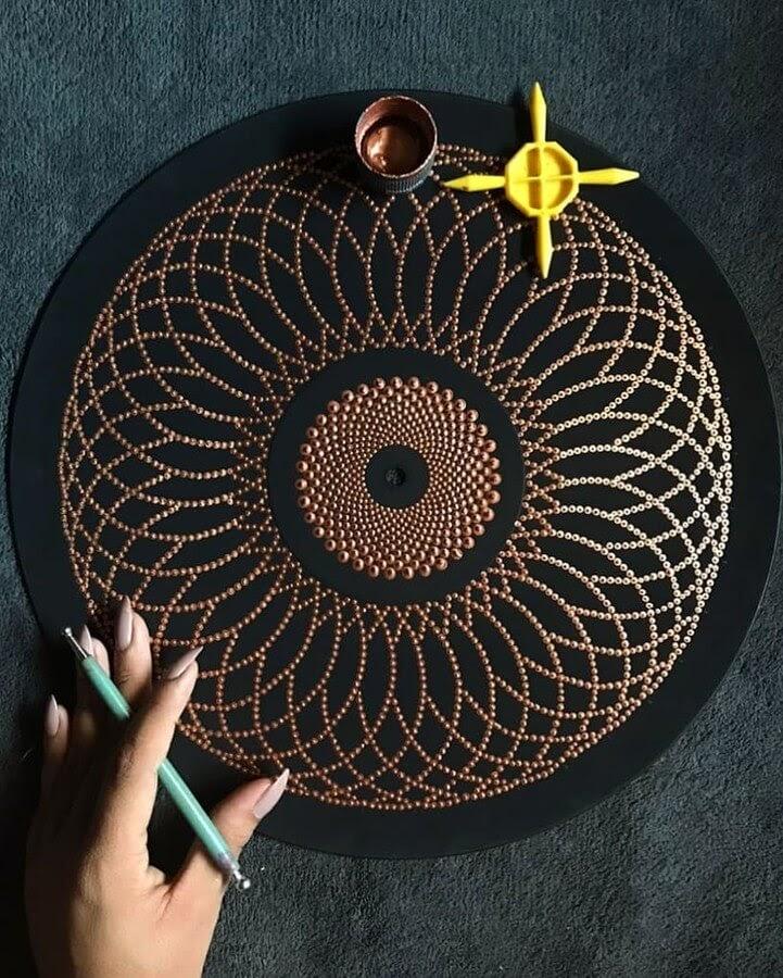 03-Circular-Bobylly-www-designstack-co