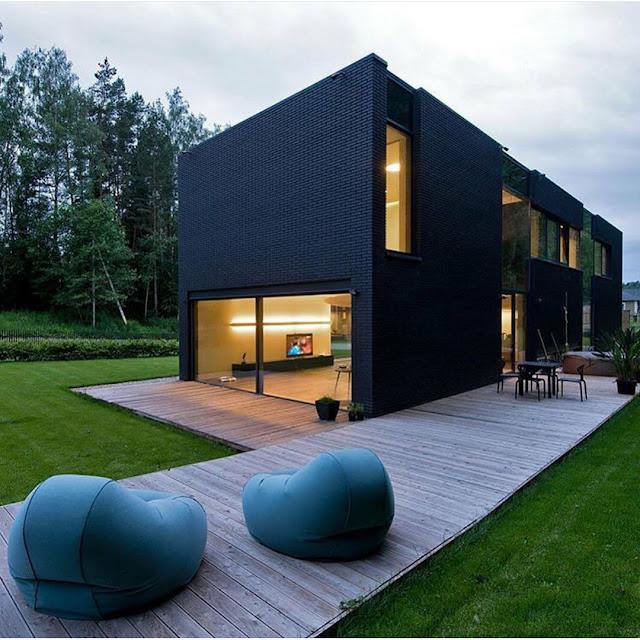 Rumah Minimalis bertingkat Pagar Besi