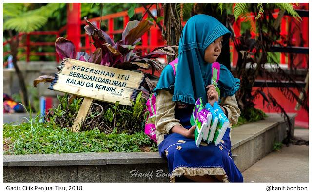 Gadis Kecil Penjual Tisu di BBWS Citarum Kota Bandung