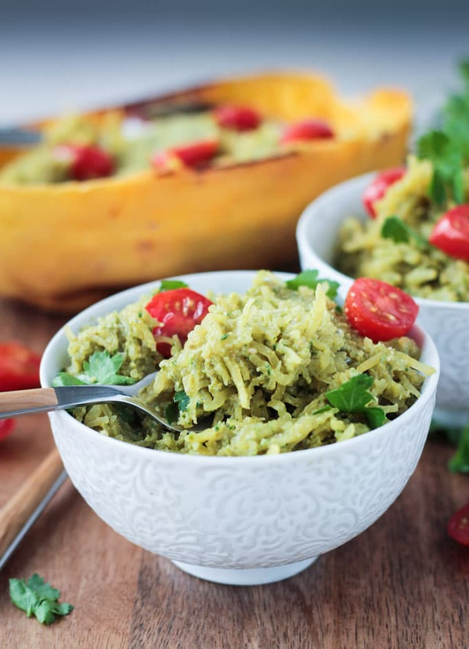 This vegan pesto spaghetti squash recipe looks so easy!
