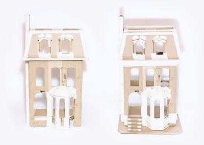 Casita de muñecas hecha con cartón reciclado