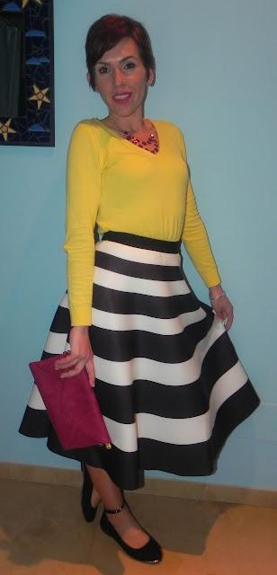 moda, outfit, falda de rayas