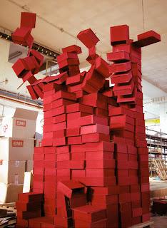 Instalación artística con desechos.