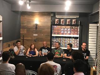 Da esquerda para a direita: Guilherme Dei Svaldi, Karen Soarele, J.M. Trevisan, Marcelo Cassaro, Leonel Caldela e Rogério Saladino.