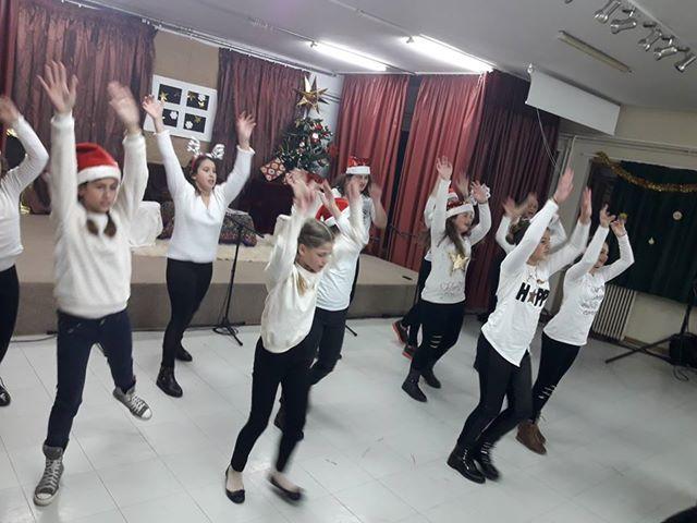 Με χορό και τραγούδια η Χριστουγεννιάτικη γιορτή του Δημοτικού Σχολείου Δρεπάνου