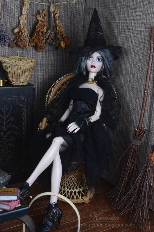 Doll's witch dress