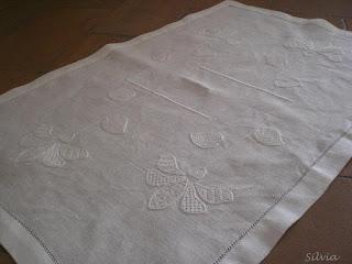 http://silviainpuntadago.blogspot.com/2009/02/la-gioia-di-ricamare-per-gli-altri.html
