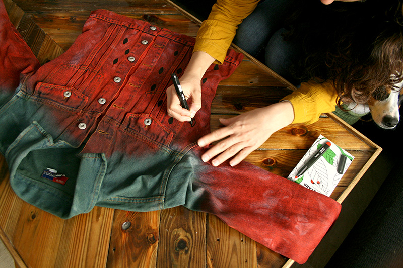 cazadora fresa, strawberry dye jacket, diy fashion, no sewing