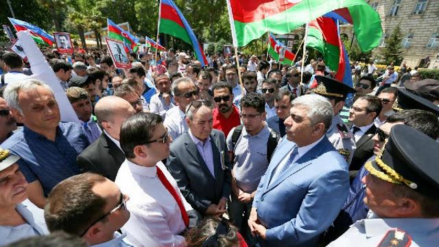 Azerbaiyán celebra el Día de la República sin mucho apoyo estatal