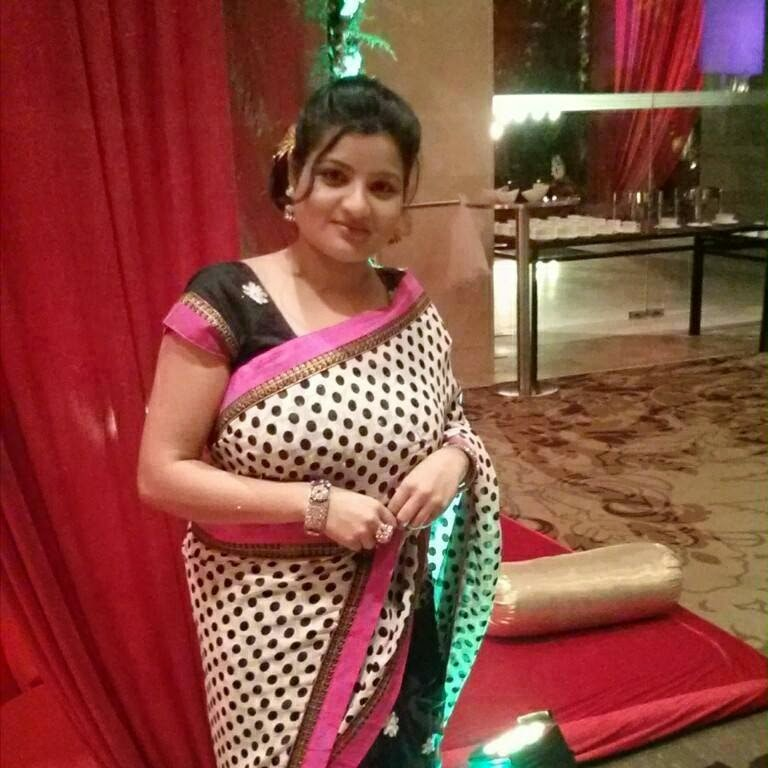 Indian Hottest Aunties In Saree Bold Photos