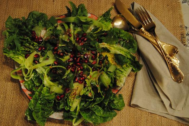 GREEN SALAD WITH RED VINNEGAR VINAIGRETTE