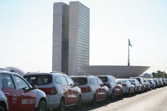 Brasília - Na semana passada, taxistas de todo o país protestaram em frente ao Congresso Nacional contra aplicativos de transporte individualMarcelo Camargo/Agência Brasil