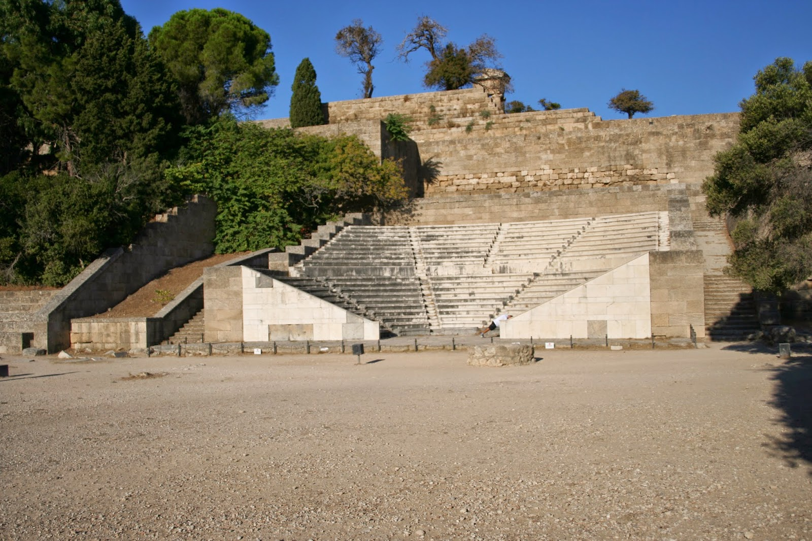Цицерон на Родосе, Cicero in Rhodes