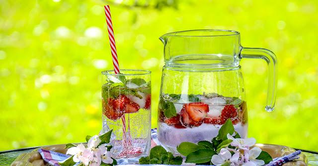 слънчево изгаряне се лекува с пиене на повече вода