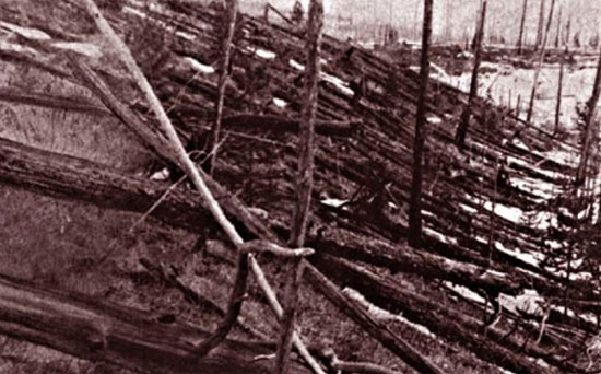Pada 2013, para peneliti akhirnya dapat membuktikan bahwa ledakan yang meratakan hutan Siberia Taiga pada tahun 1908 berasal dari meteorit .UNIVERSAL HISTORY ARCHIVE/GETTY IMAGES