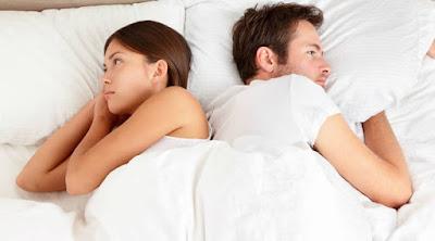 هل تعاني زوجتك من البرود الجنسي الضعف العجز النفور الزوجى رجل امرأة متخاصمانUpset-young-couple-having-marriage man woman married couple sad  sleep bed fighting