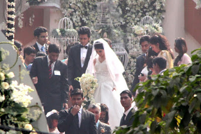 Ritesh_Genelia_Leaving_Church_After_Wedding