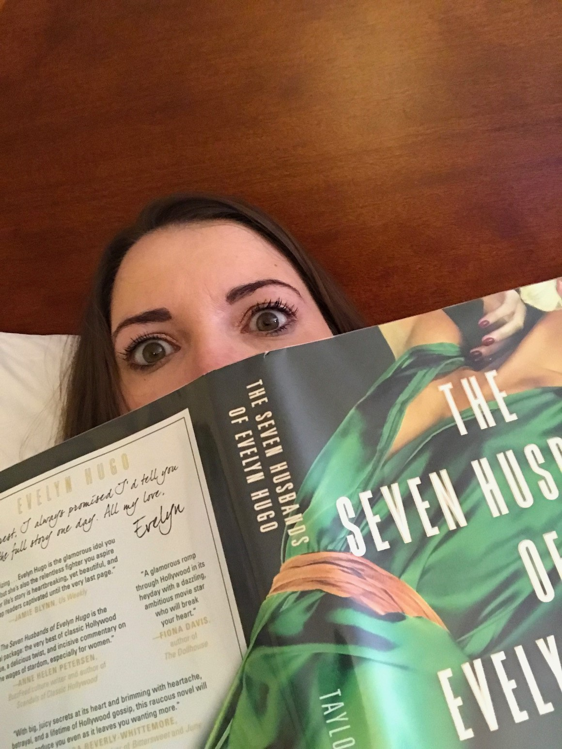 selfie with The seven Husbands of Evelyn Hugo book
