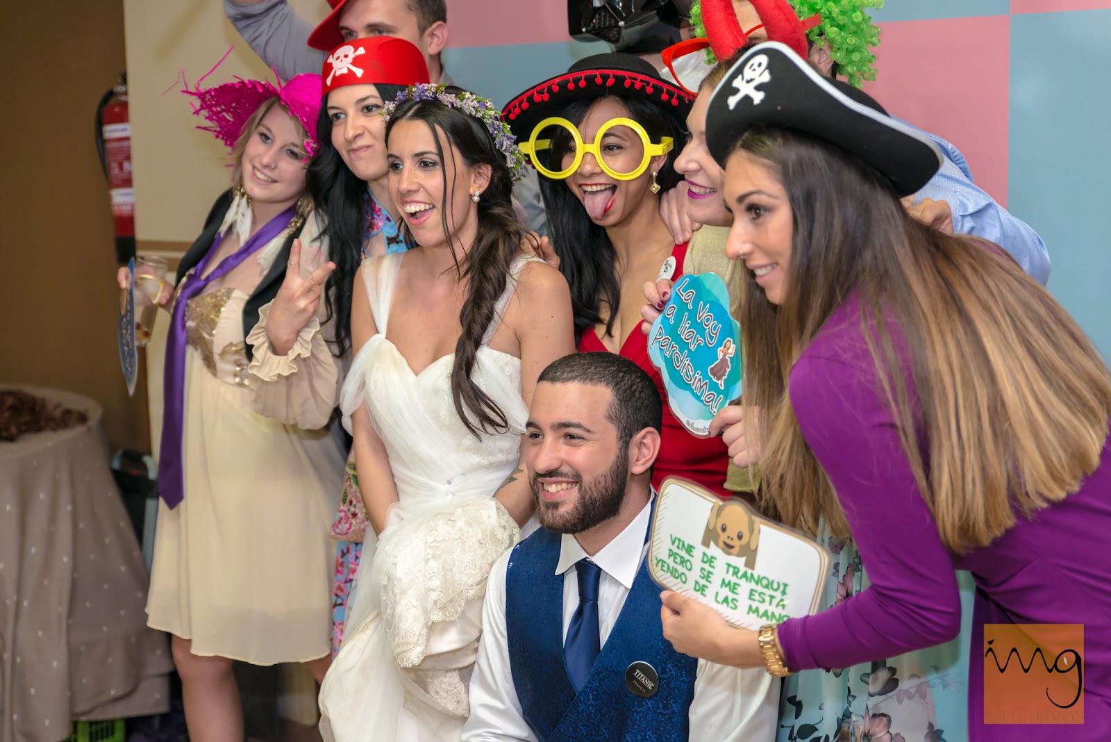 Fotografía divertidas con fotomatón de boda