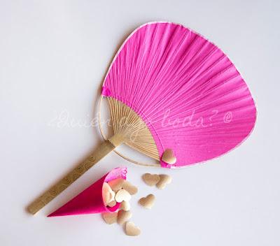Paypay rosa y cono con confetti en rosa y dorado