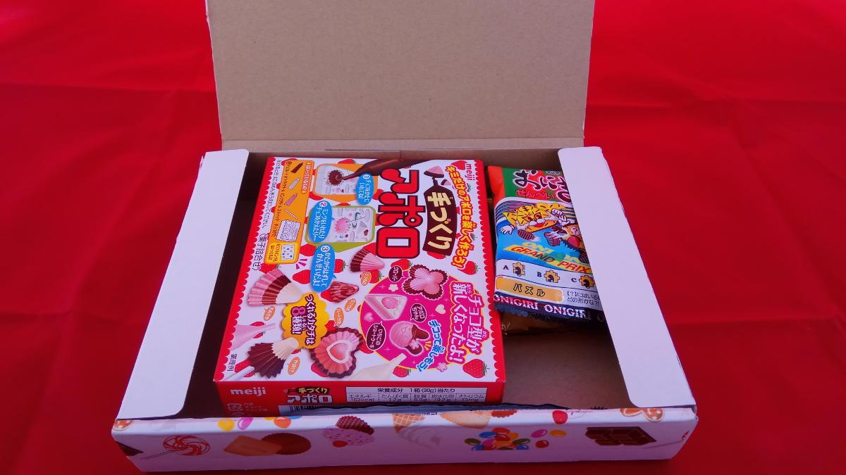 Wnętrze paczki z japońskimi słodyczami od Candy Japan