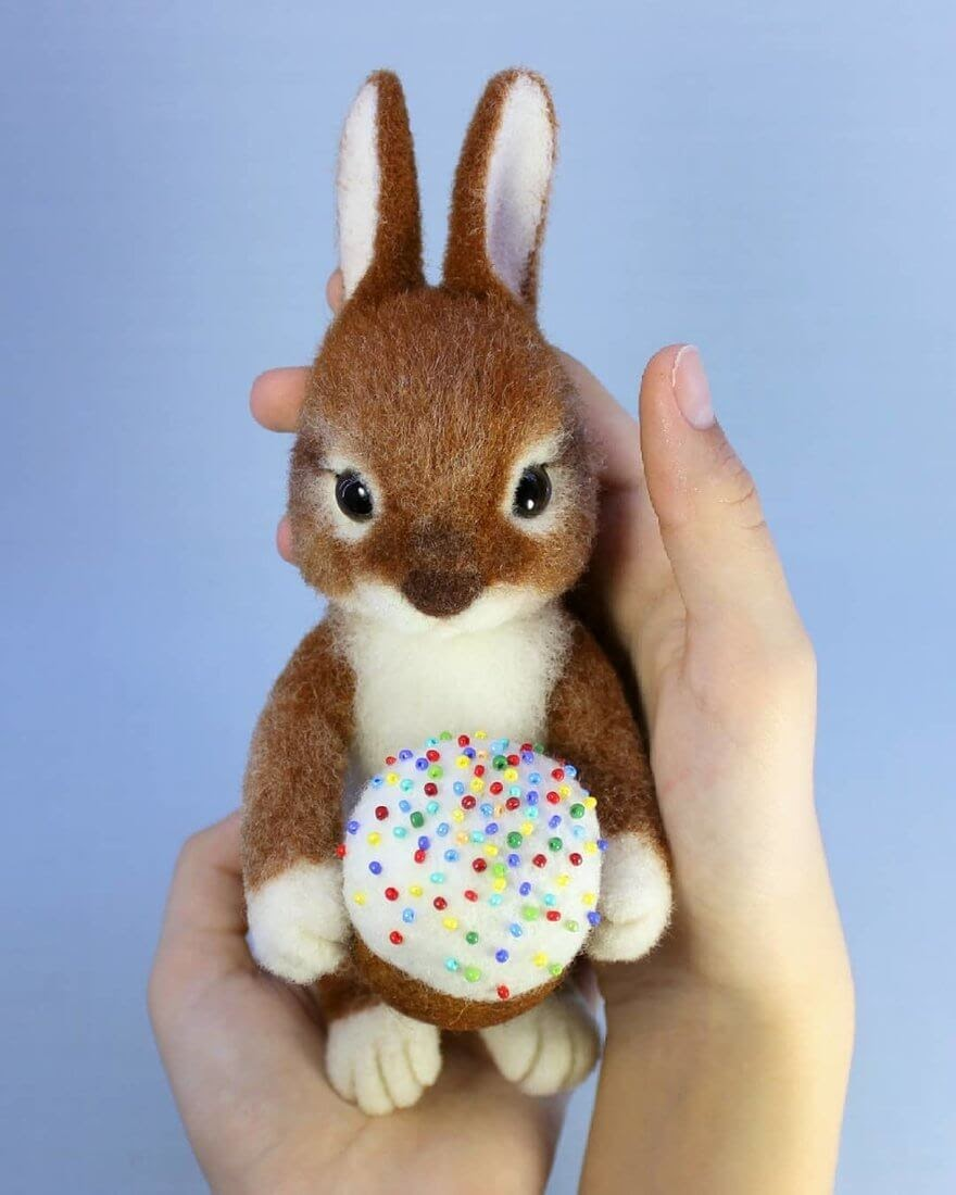 04-Easter-Bunny-A-Yastrezhembovskaya-Felting-Wool-Animal-www-designstack-co