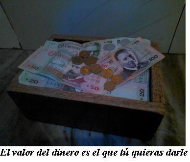 El valor del dinero es el que tú quieras darle. Reflexión que aparece junto a un cofre lleno de billetes y monedas