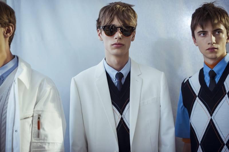 E esta coleção da Dior Homme está simplesmente maravilhosa, tanto nas  roupas como nos óculos e bolsas! df24ac6249