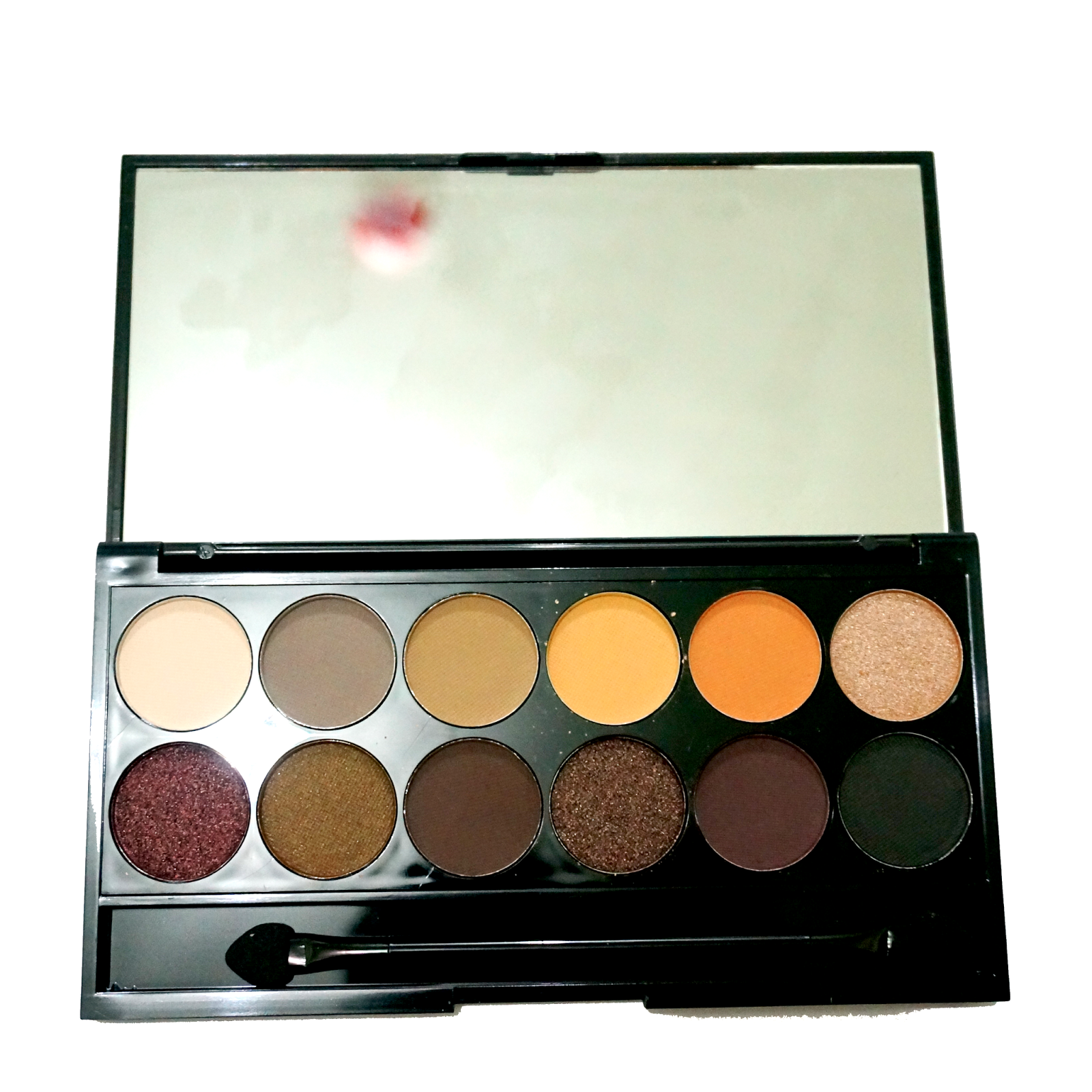Taupe A shimmery champange color Very monly found in neutral palette very lovely and finally some pigmentation Thank God